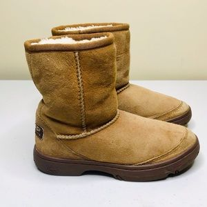 UGG S/N 1240 Size 1.